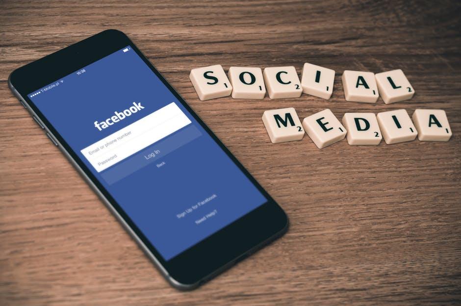 Hoe reageren reisbedrijven begin 2017 op Facebook vragen van reizigers?
