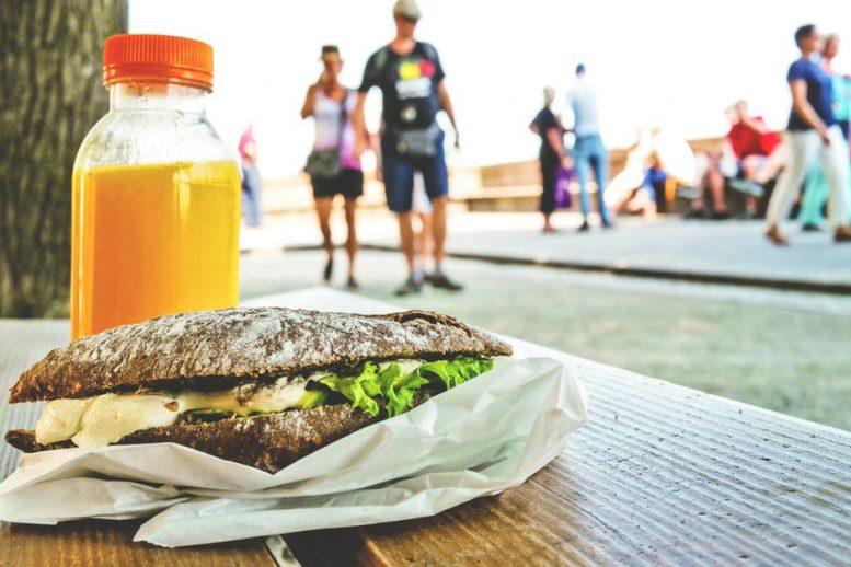 Food thuisbezorgen en reizen gaan hand in hand op TripAdvisor